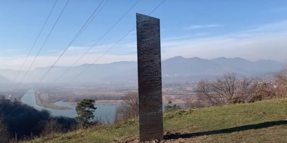Nuevo monolito en Rumania sorprende a las redes sociales y desaparece
