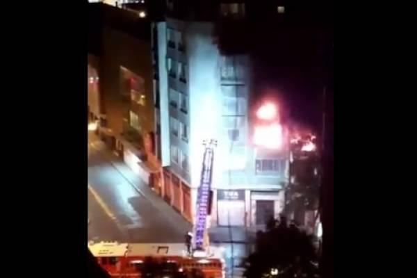 Incendio en Santiago centro: persona quedó en riesgo vital tras intentar rescatar a mascota encerrada