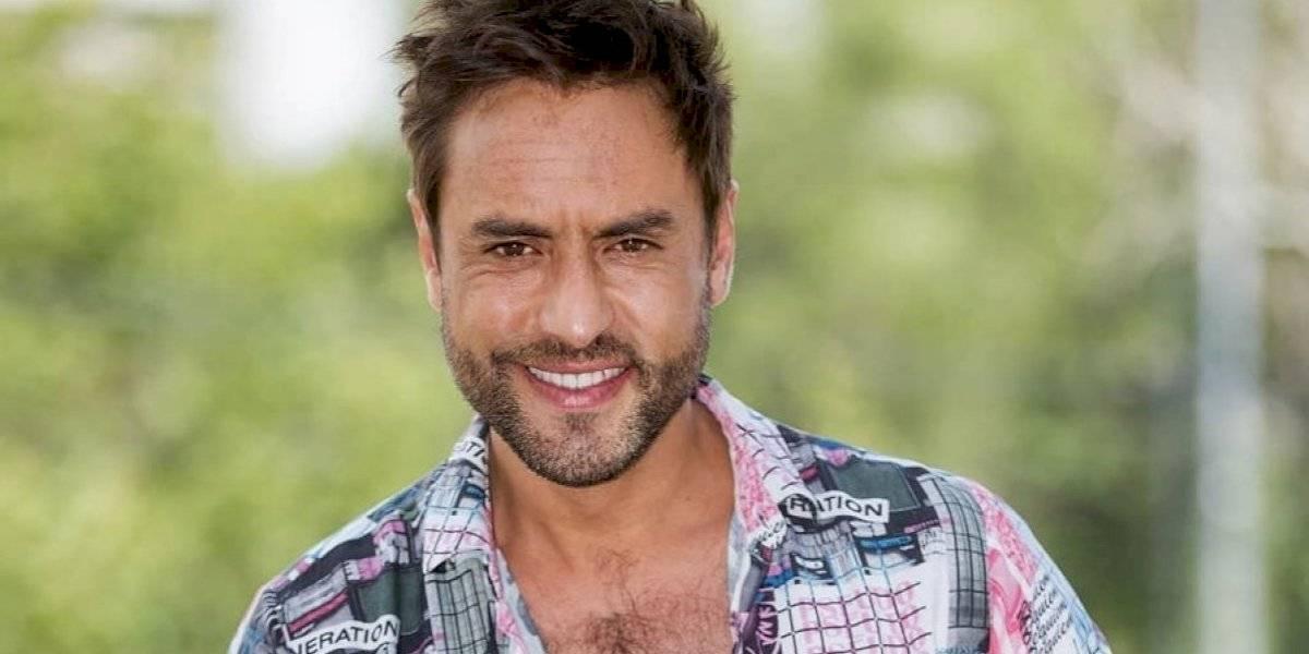 "Con desnudo el actor Álvaro Gómez celebra sus 40: ""A toda raja la foto"""