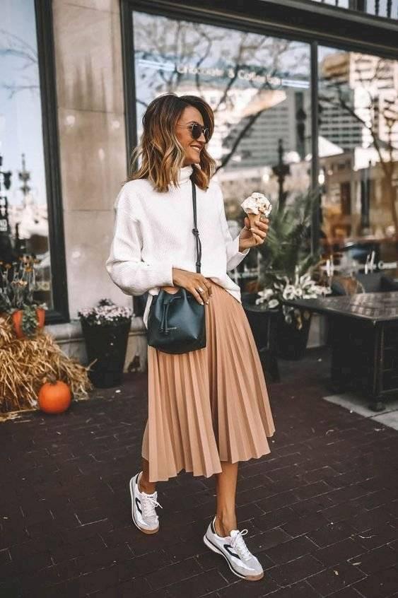 outfits de falda con tenis