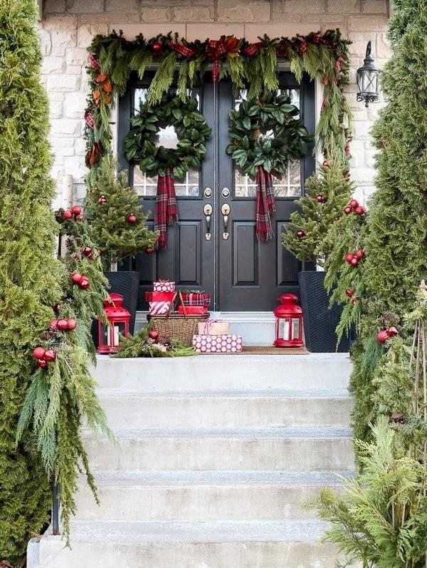 Envolver la puerta con papel de regalo es sencillo de hacer.