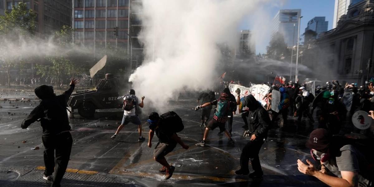 Violentas protestas volvieron a marcar la jornada en la Alameda para pedir la renuncia del Presidente