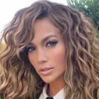 Jennifer Lopez confirma que es la diva del Bronx al lucir su cuerpazo en unos leggings estampados y un mini top negro