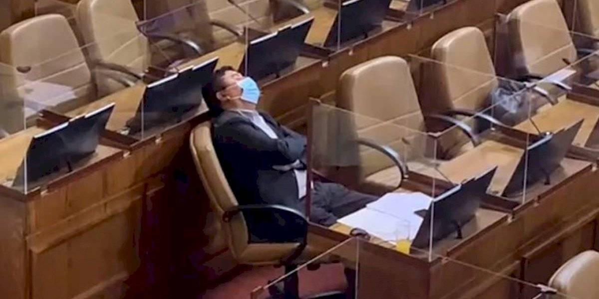 Polémico historial: diputado Pedro Velásquez hace arder las redes tras quedarse dormido en plena discusión del segundo retiro del 10%