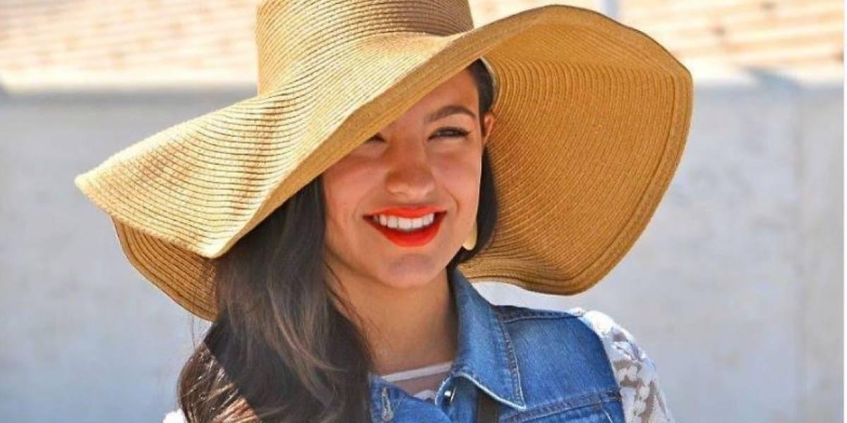 Hija de Ninel Conde posa desde Cancún con un bikini azul tornasolado
