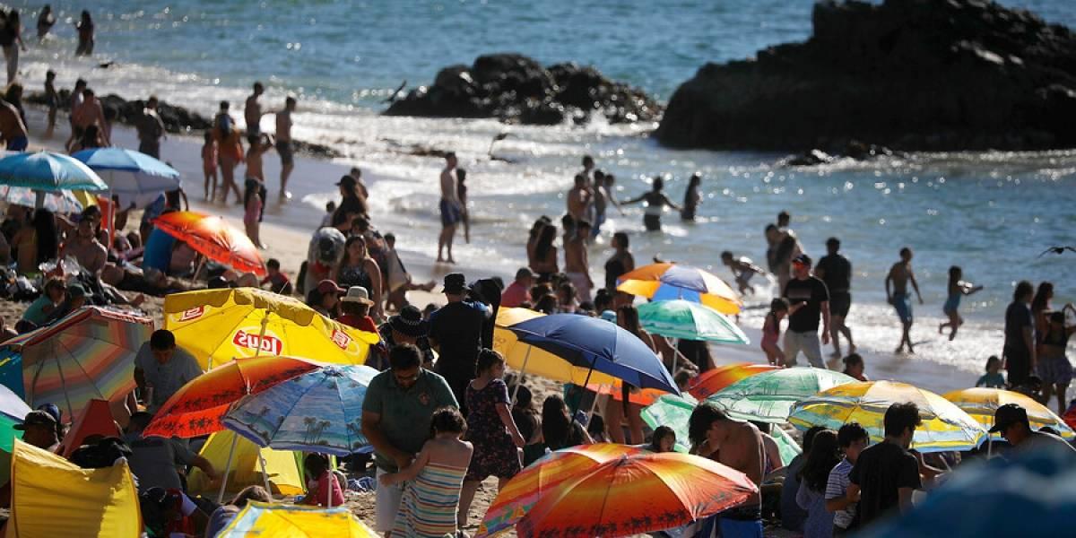 Multas de hasta $51 millones para quienes infrinjan medidas sanitarias en playas y piscinas