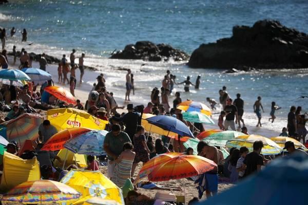 """Gobierno dispone de """"Permiso de Vacaciones"""" durante el verano para comunas en Fase 2"""
