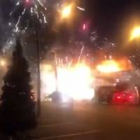 Estallan fuegos artificiales durante incendio de un mercado en Rusia