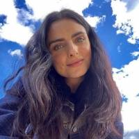 """Alessandra Rosaldo se harta de ver la """"suciedad"""" de Aislinn Derbez y le limpia la cocina"""