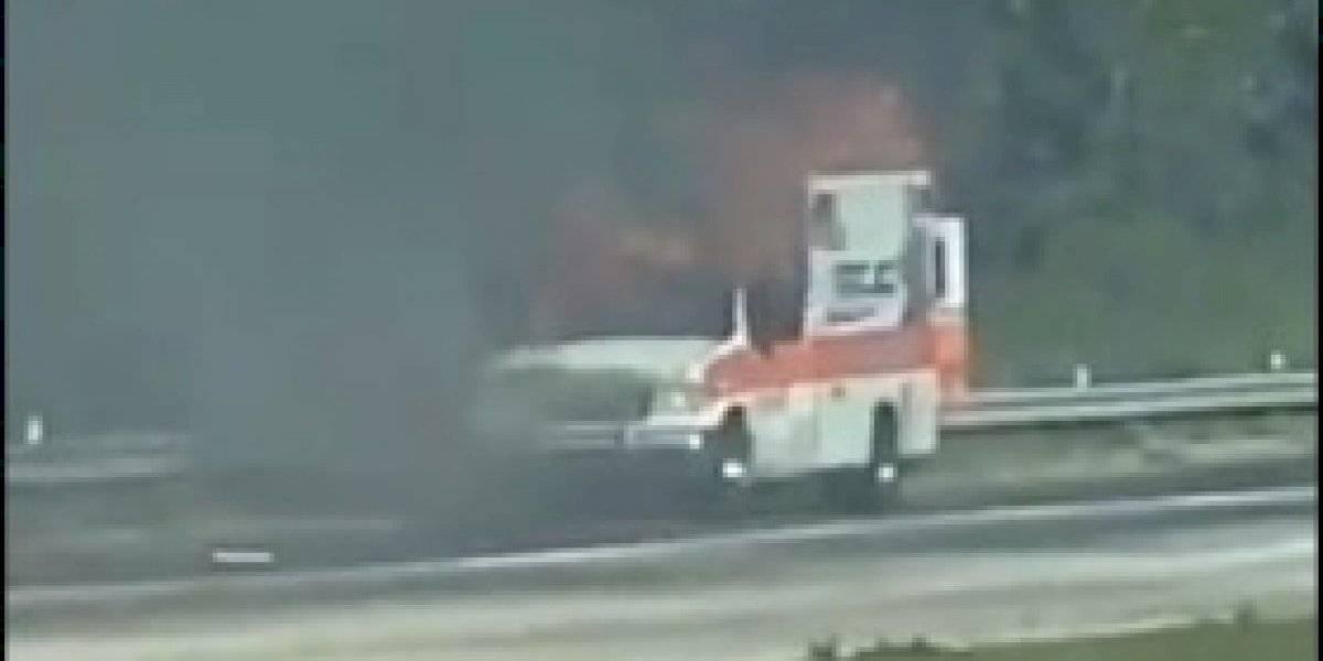 Ambulancia con paciente a bordo se incendia en el Expreso De Diego