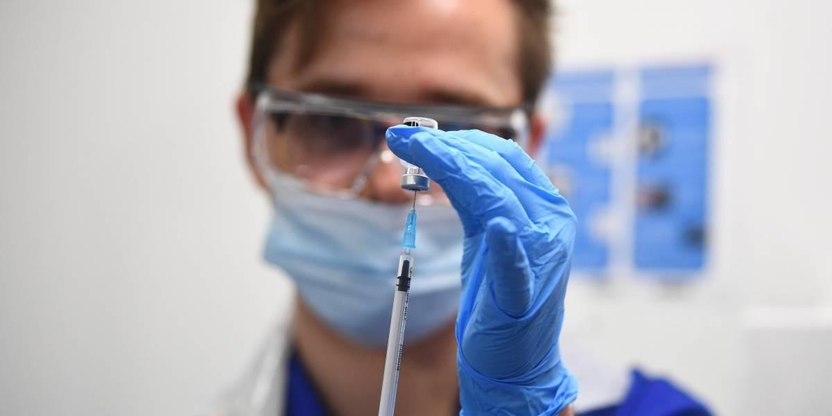 Dos personas querecibieron vacunaPfizersufren reacción alérgica