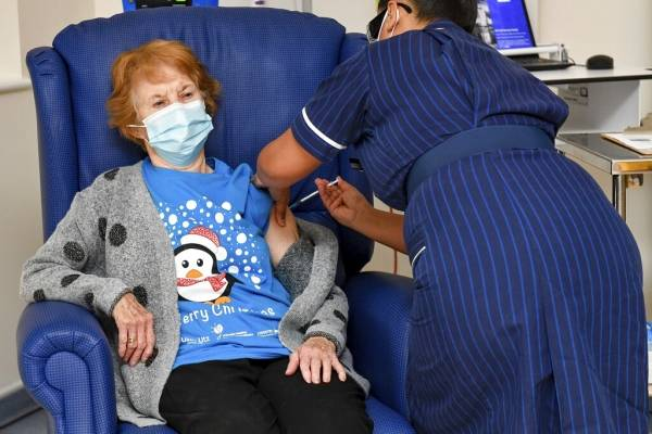 Comenzó la vacunación contra el Covid... En el Reino Unido