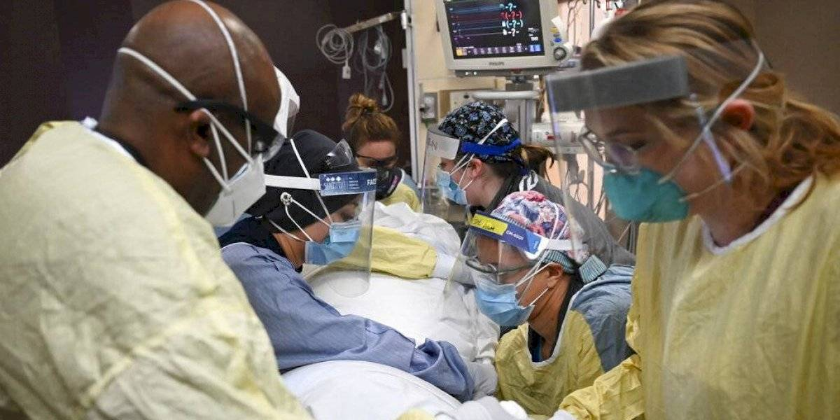Unas 2,200 personas mueren por COVID-19 todos los días en Estados Unidos