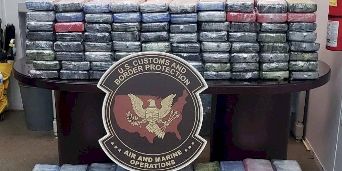 Federales incautan 888 libras de cocaína en dos incidentes separados