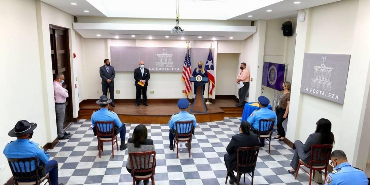 Gobernadora otorga ascensos a 113 miembros de la Policía