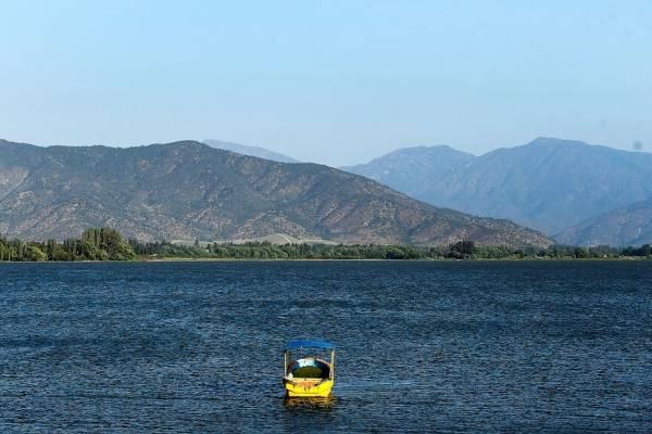 """""""Este lago no es de Chile"""": registran momento en que vecino del lago Rapel dice que el acceso es privado"""