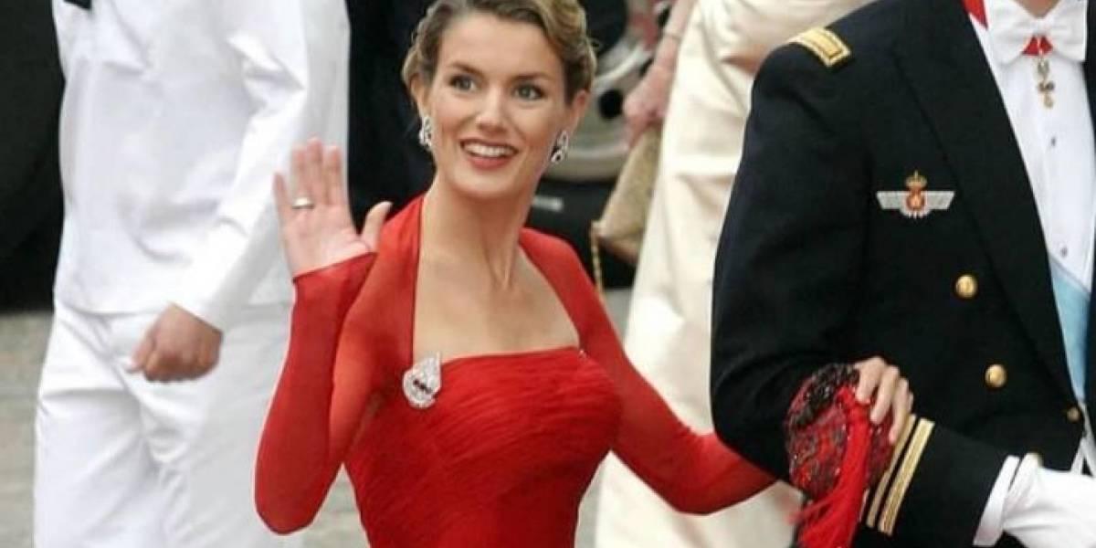 La reina Letizia da lección de moda con vestido de encaje rosa pálido de manga larga y detalles traslúcidos