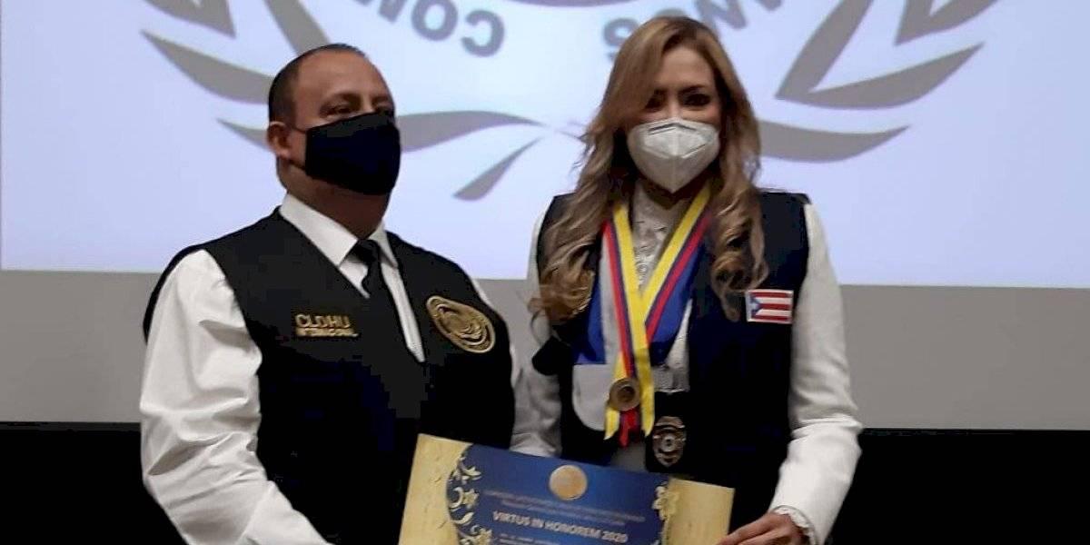 Evelyn Vázquez juramenta como la 'Cónsul de Paz Mundial'