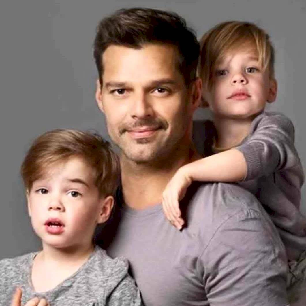 Ricky Martin junto a sus hijos
