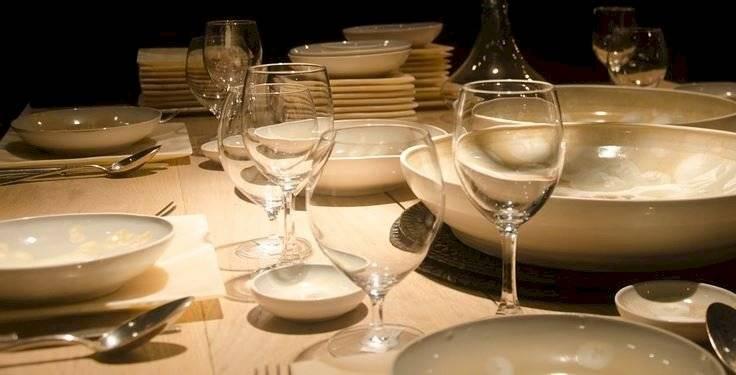 Las vajillas blancas son un básico imprescindible en cualquier mesa.
