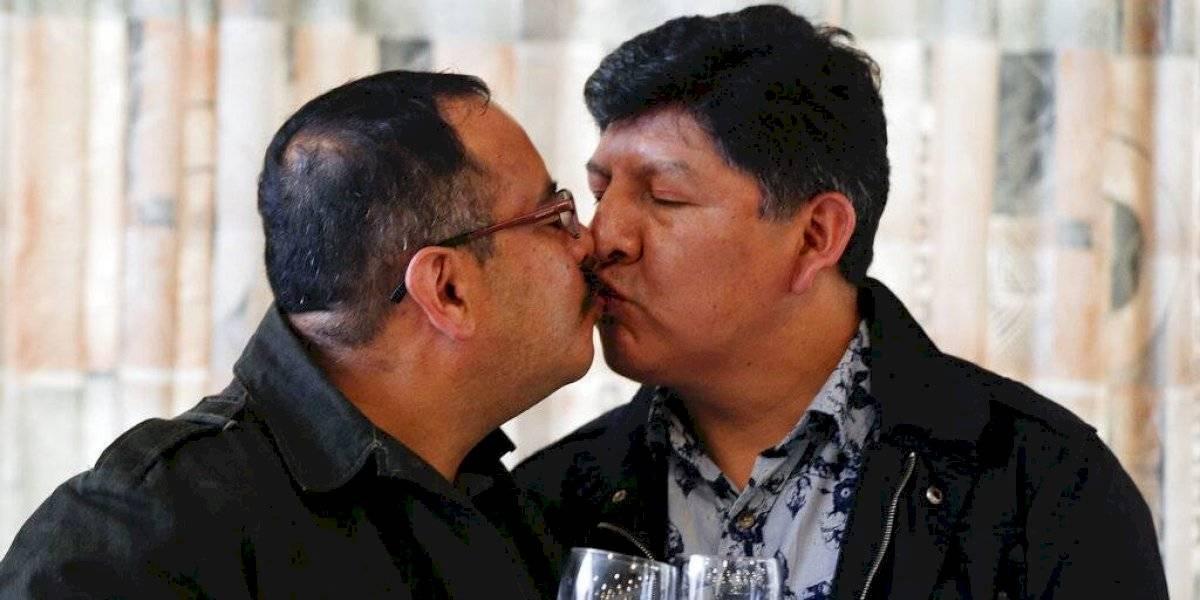Pareja gay logra registrar la primera unión civil del mismo sexo en Bolivia