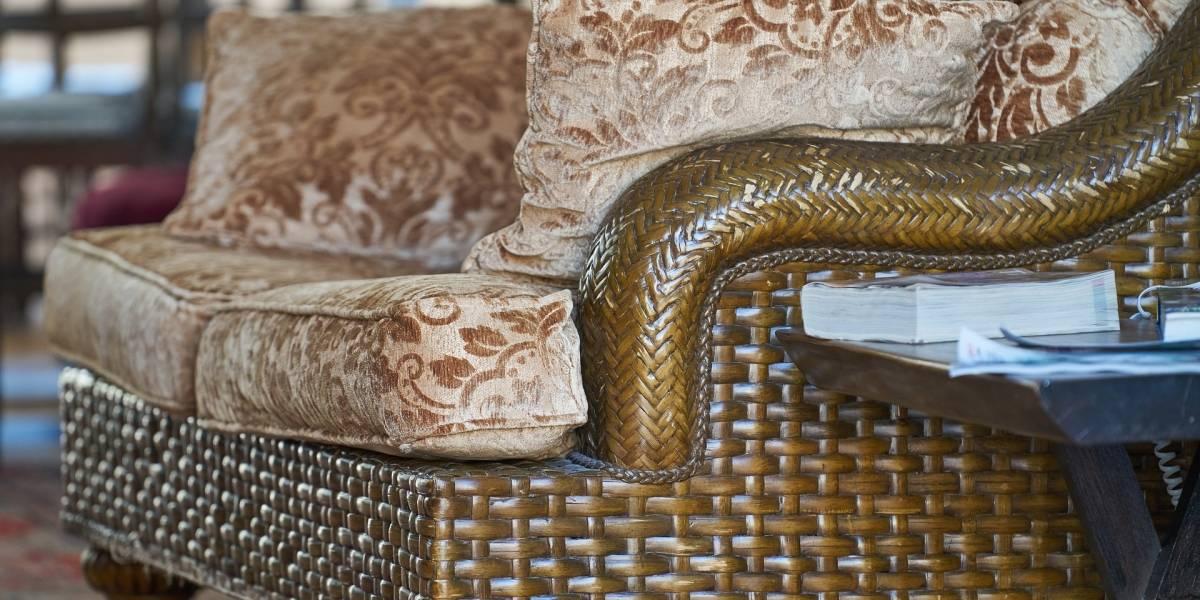 Viral: Mujer compra sillón antiguo y hace extraño hallazgo en su interior sobre su pasado