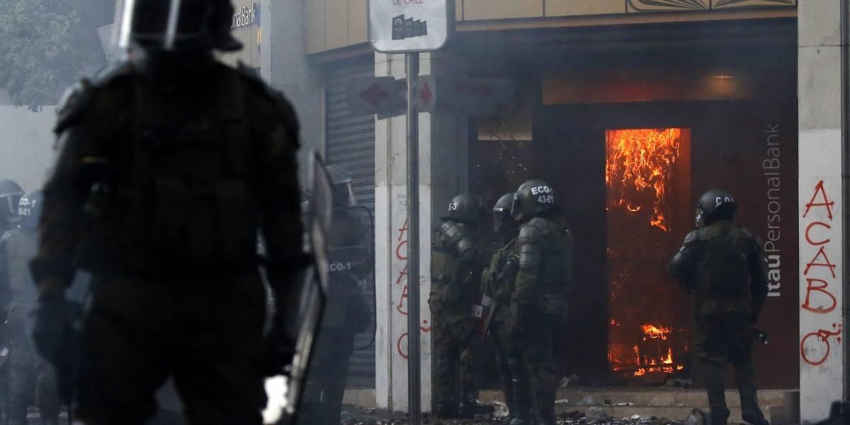 Violencia, saqueos y vandalismo forzaron cierre del Metro y se tomaron otra vez el centro de Santiago