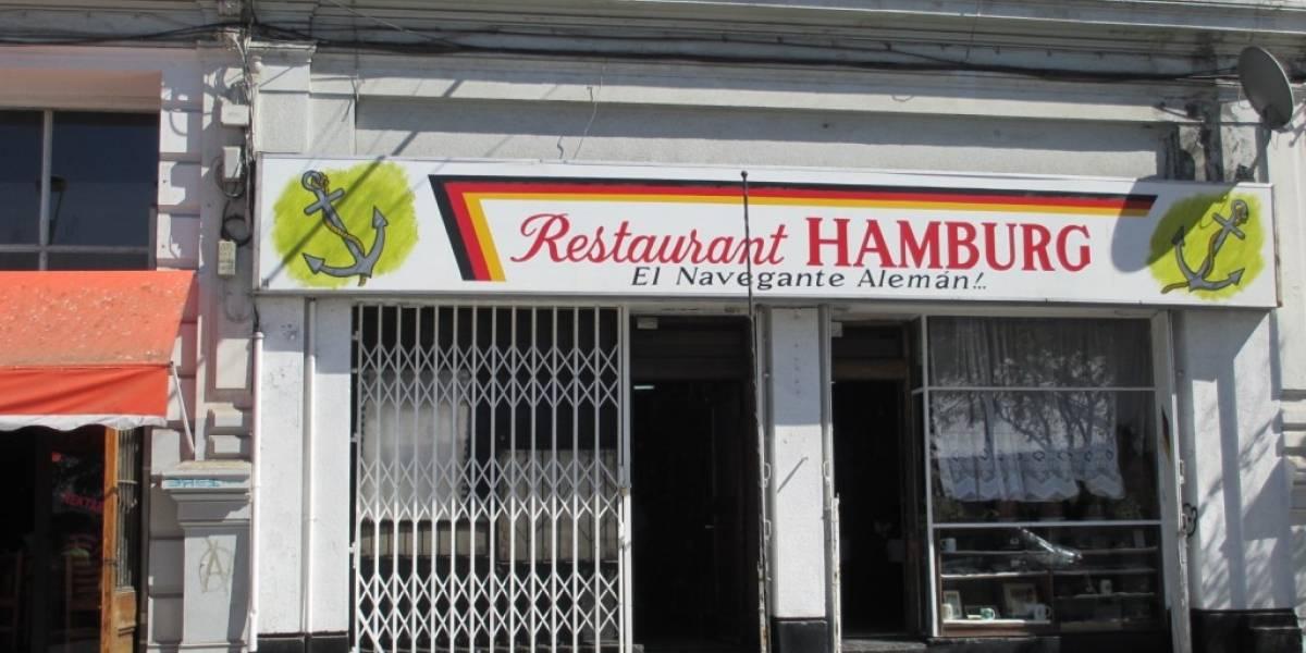 """""""Valparaíso está arruinado"""": el Puerto pierde otro lugar emblemático tras el cierre del restaurant """"Hamburg"""""""