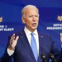 """Joe Biden dice que $600 """"no son suficientes"""" y pide aumentar el cheque de estímulo a $2,000"""