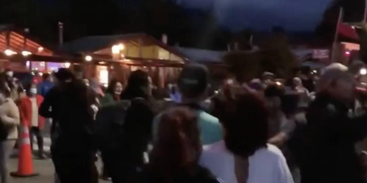 Los porfiados de siempre: fiesta callejera en Coñaripe como antesala al eclipse