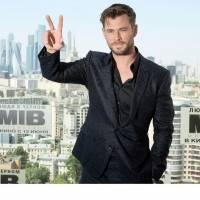 """Chris Hemsworth dice que Ryan Reynolds es """"el peor actor"""" en otra pelea increíble de Hollywood"""