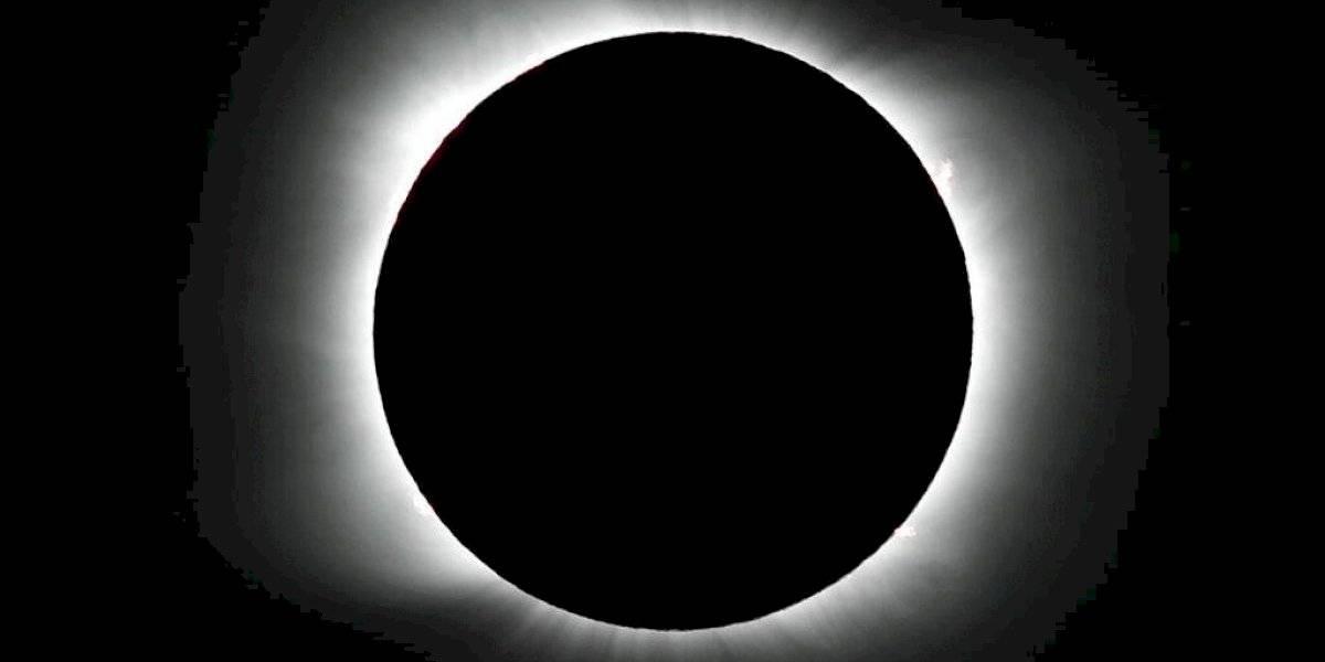 Cautivadas miles de personas en Chile por eclipse solar total