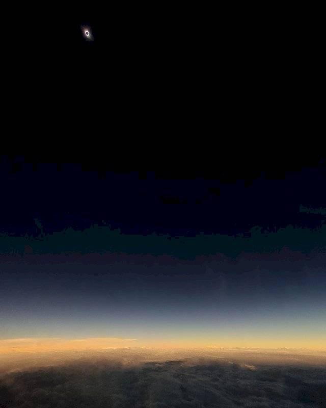 Eclipse desde el avión Foto: Tomás Westernos