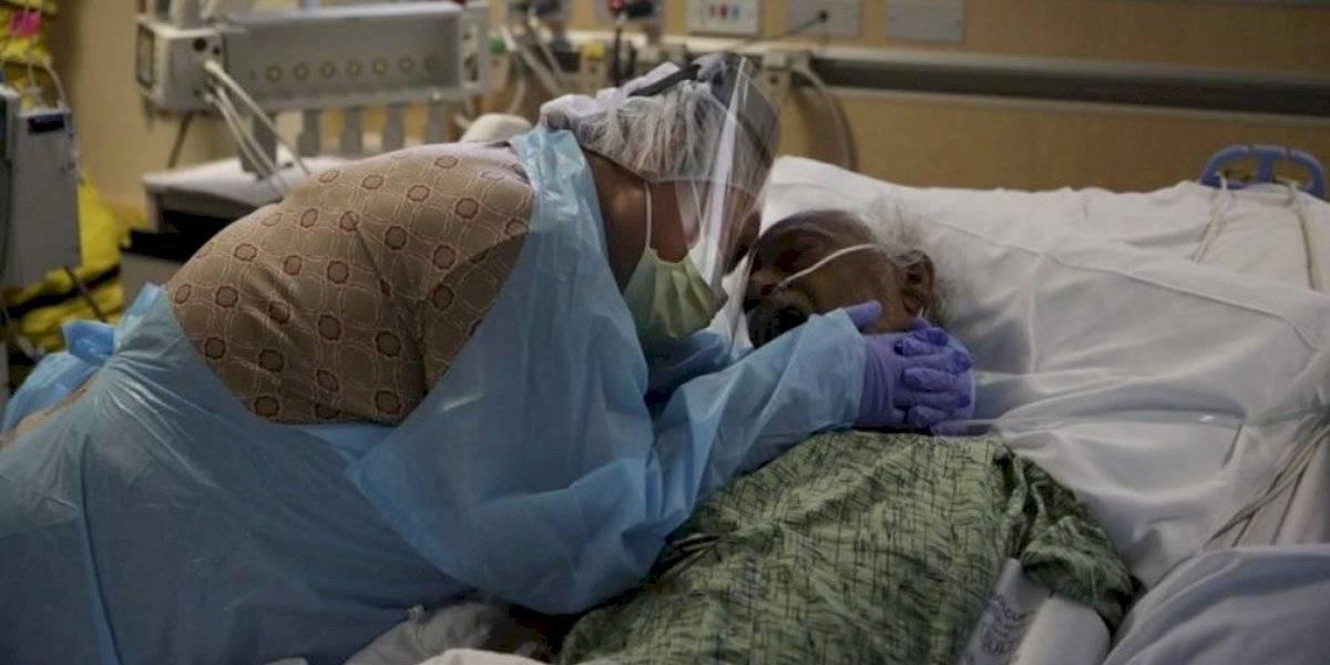 Muertes por coronavirus en Estados Unidos sobrepasan las 300 mil en medio de inicio de vacunación