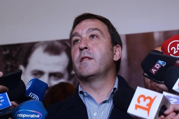 """Juan Pablo Swett  """"Hay que quitarle las llaves de la economía al ministro Enrique Paris"""""""