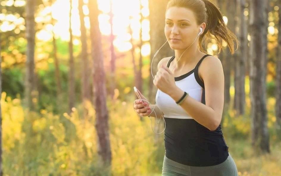 Hacer actividad física de bajo impacto puede generar que los niveles de estrés y ansiedad.