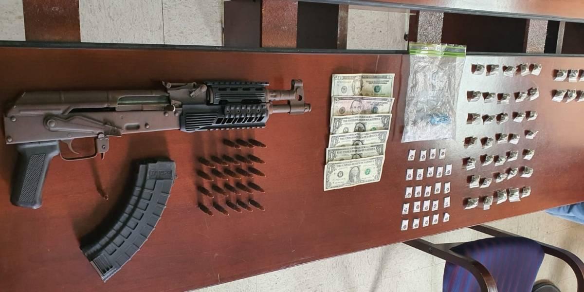 Intervienen residencial en San Juan donde usaban apartamentos vacíos para almacenar armas y droga