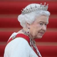 Polémica en TikTok: Guardia hace video sobre la Reina Isabel y divide opiniones