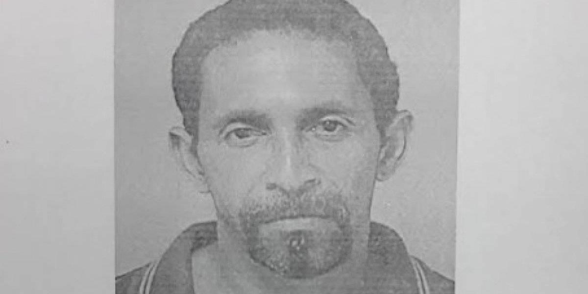 Arrestan hombre en Las Piedras por amenazar de muerte a su hijo y herirlo con un cuchillo