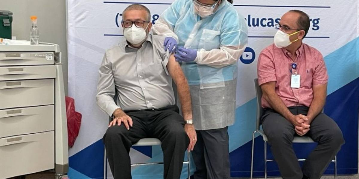 Alcalde electo de Ponce fue uno de los primeros en recibir la vacuna contra el COVID-19