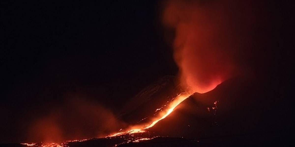 El volcán Etna entró en erupción y la violenta expulsión de lava quedó registrada en video