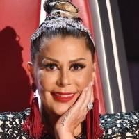 Alejandra Guzmán engalana su belleza en un look navideño de mini falda de cuero y un exquisito top de volantes de tul