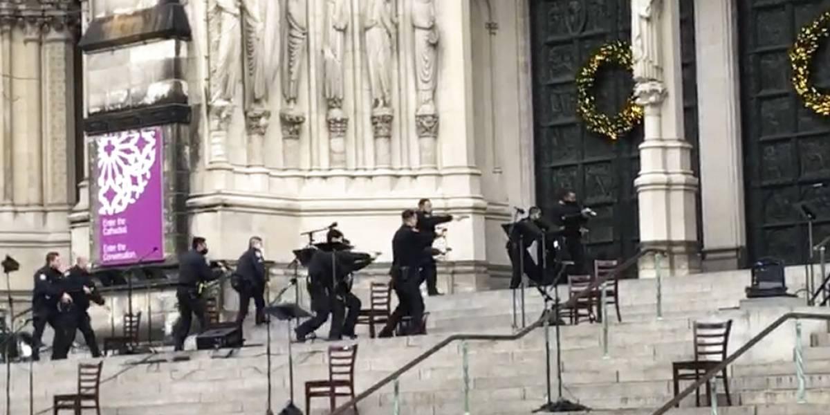 Policía de Nueva York dice pistolero en catedral buscaba tomar rehenes