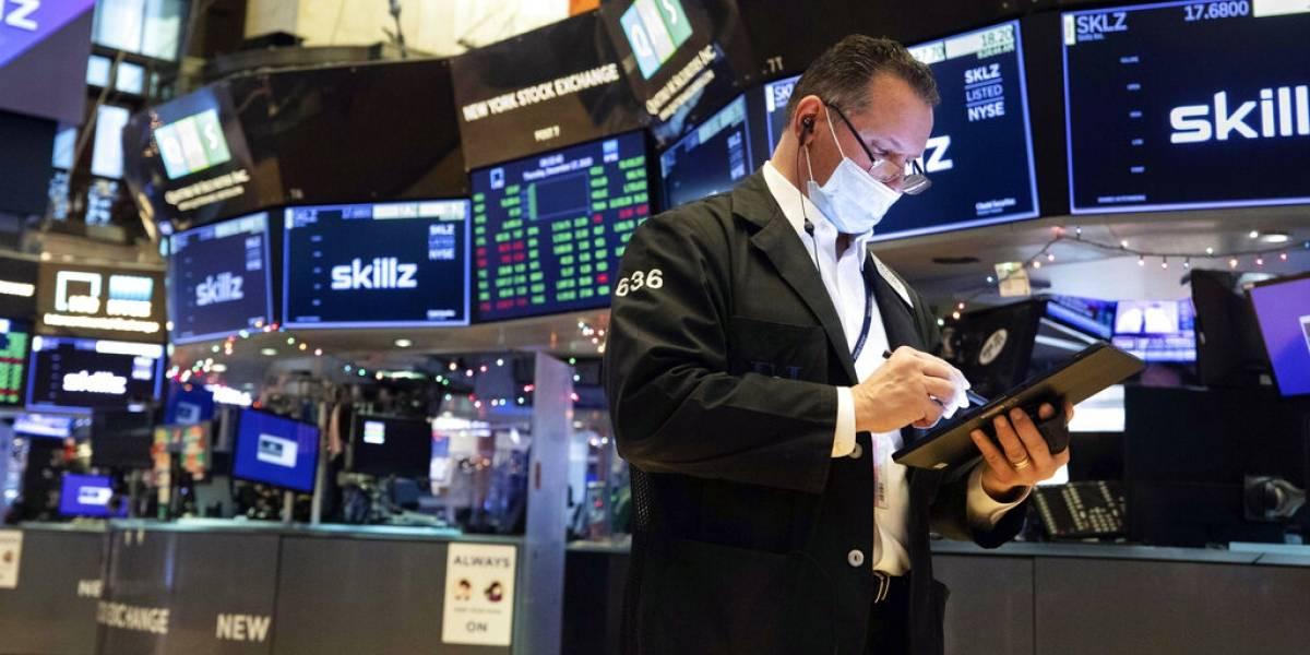 Wall Street cae debido a nueva cepa del coronavirus