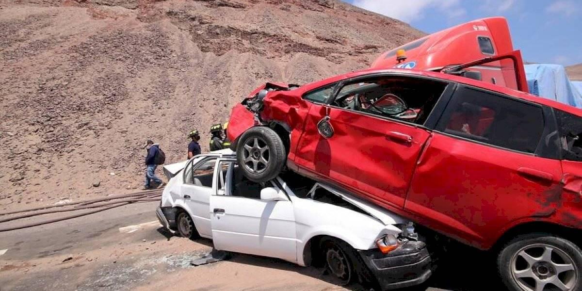 Impactante choque múltiple en el camino entre Alto Hospicio e Iquique involucró a 11 vehículos