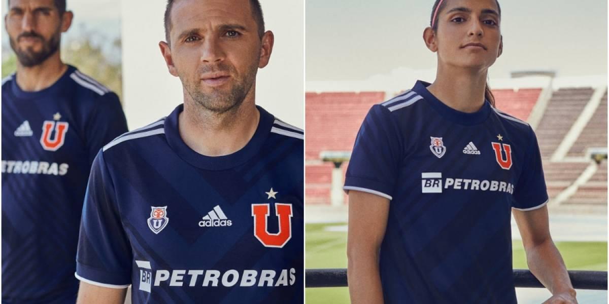 La U presentó su camiseta para la temporada 2021 con Montillo y Zamora de modelos