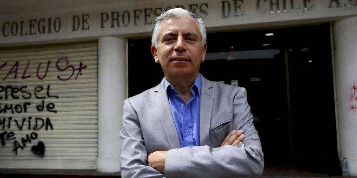 """Carlos Díaz, nuevo presidente del Colegio de Profesores: """"Poner una fecha para el retorno a clases es pura tozudez del ministro"""""""