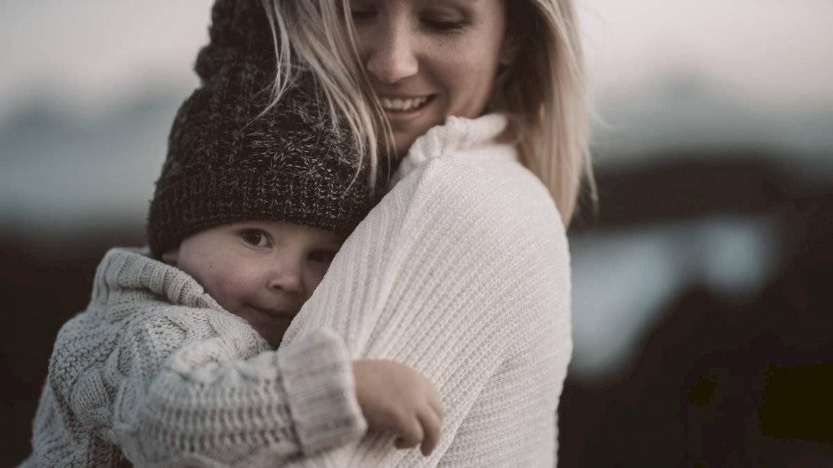Manten a tu bebé lo más alejado posible de los fuegos artificiales.