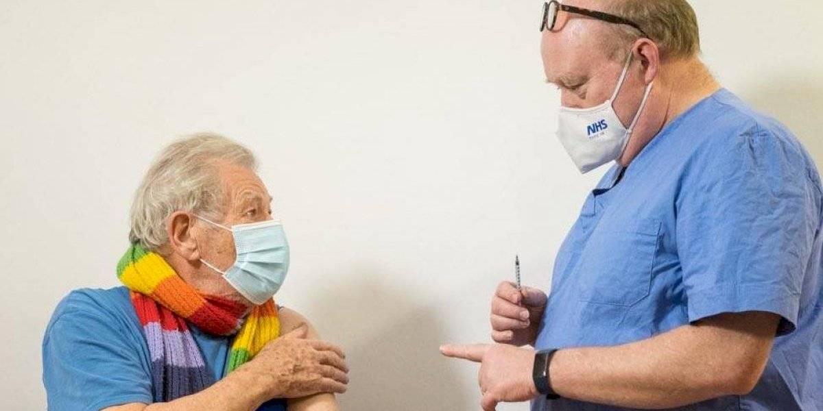 """Ian McKellen recibió la vacuna contra el coronavirus: """"Me siento muy afortunado"""""""
