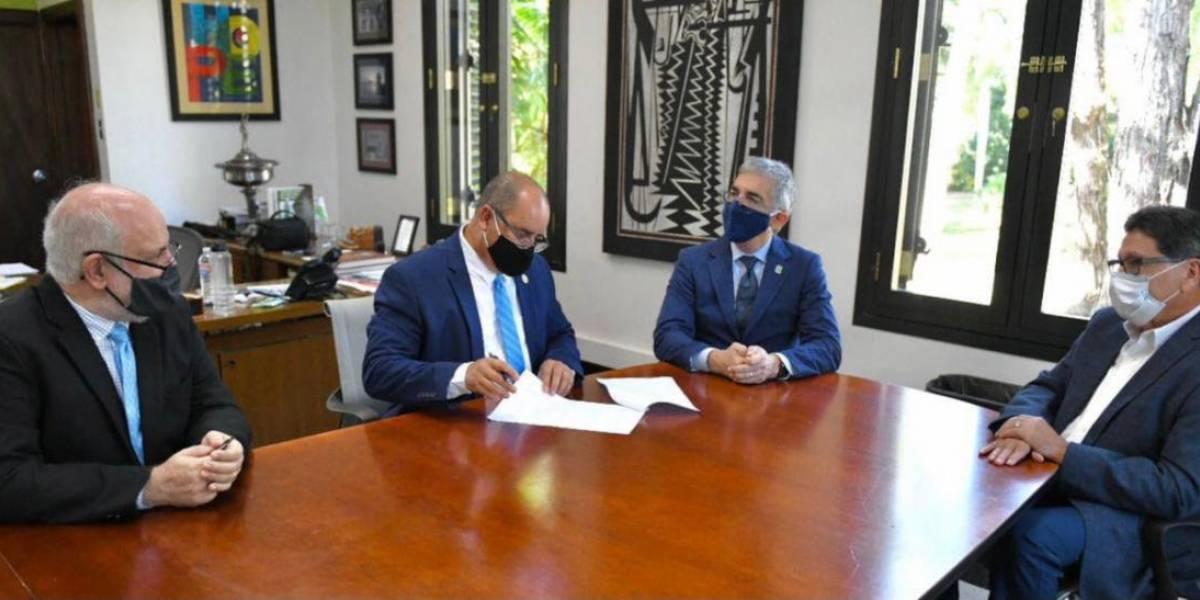Agricultura firma acuerdo con la UPR de Mayagüez para fortalecer sector cafetalero